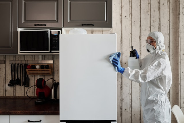 vervuilde woning laten schoonmaken